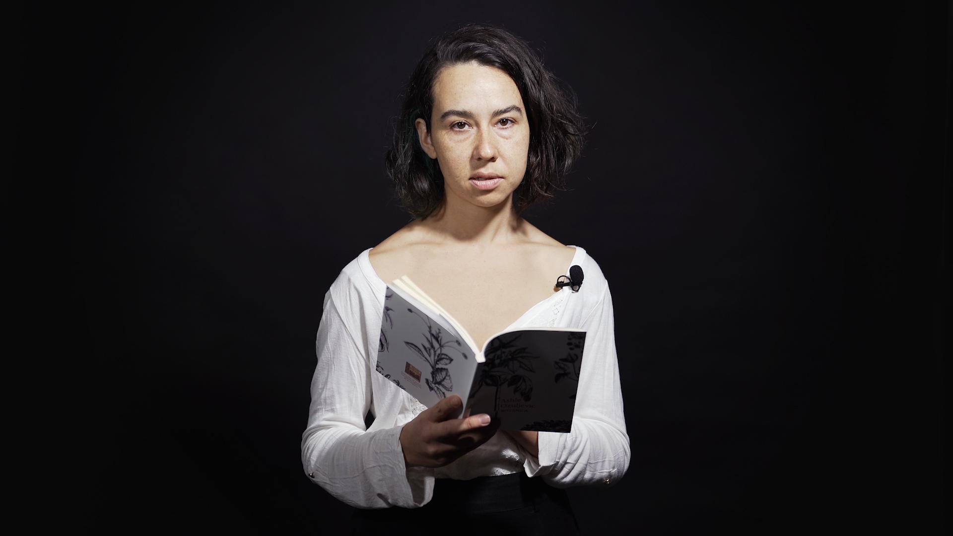 Barcelona Poesía: Ashle Ozuljevic recita 'Lathyrus Odoratus'