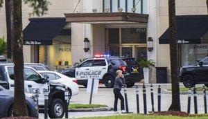 Policía confirma un herido y ningún tirador activo en mall de Boca Ratón.