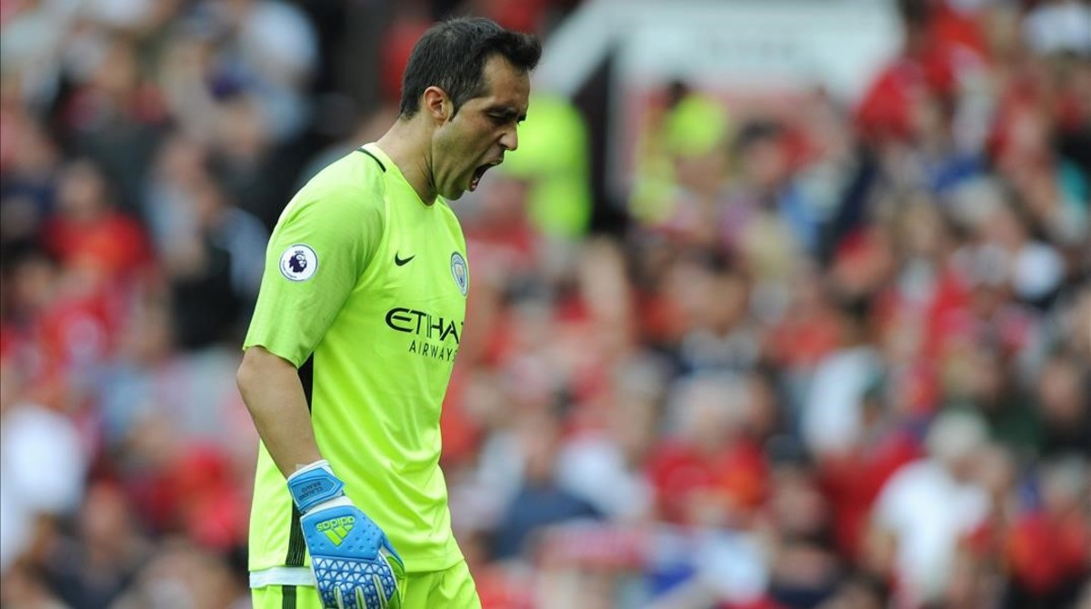 Bravo se lamenta del error que cometió en Old Trafford.