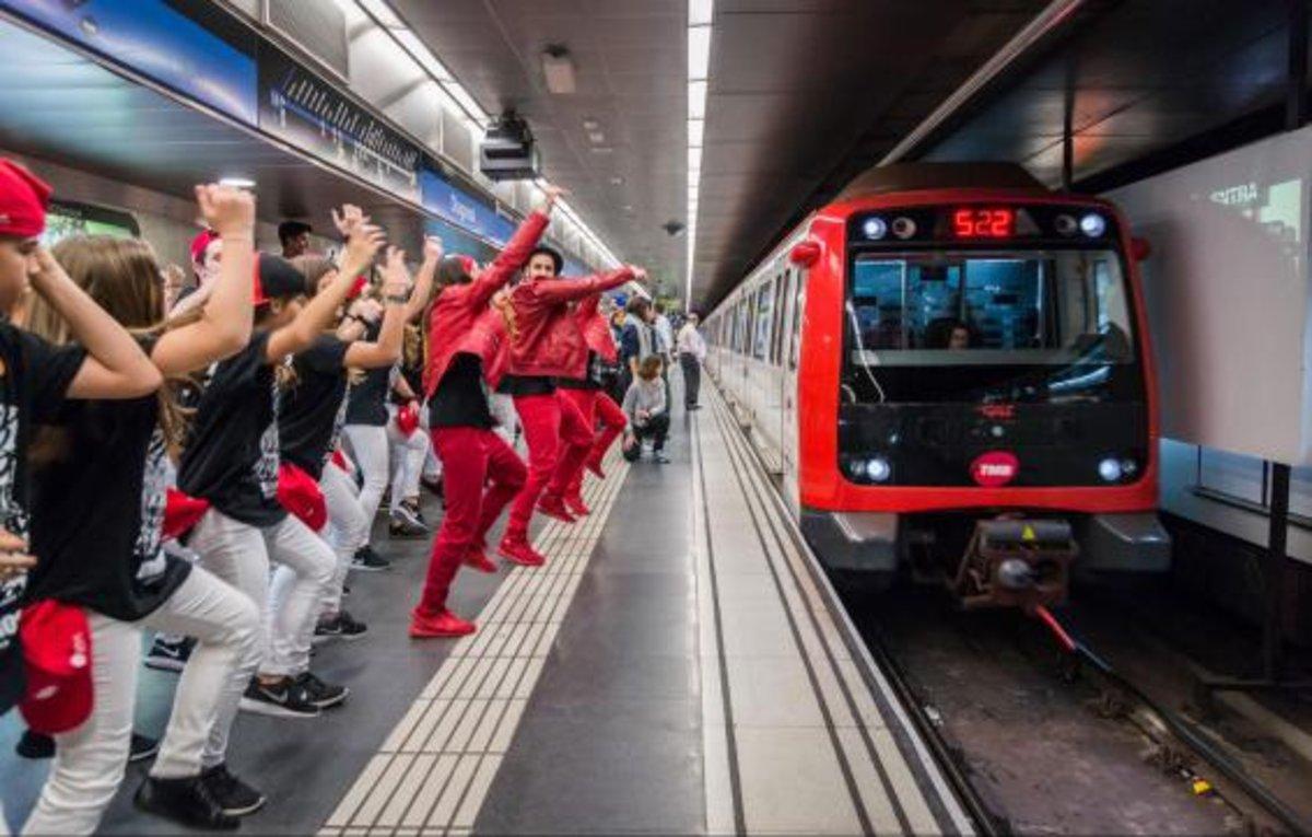 Brodas Bros y Brincabros trasladaron la danza urbana al metro en la primera Quinzena Metropolitana de Danza