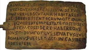 El bronce de Lascuta, la inscripción en latín más antigua conservada de España.