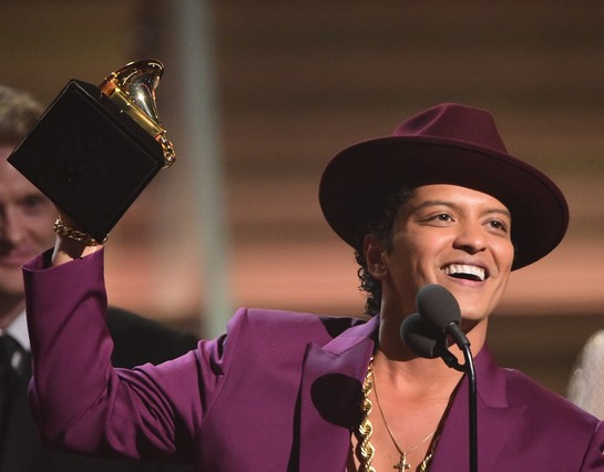 Bruno Mas recoge el premio a la mejor grabación del año por Uptwon Funk.