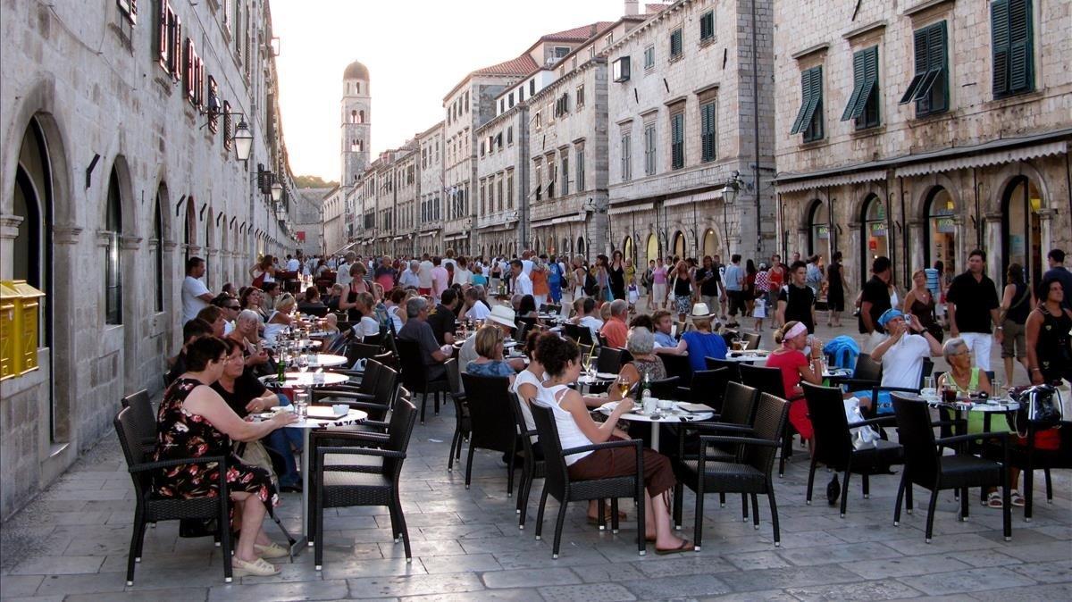 La calle principal de Dubrovnik, en la costa croata.