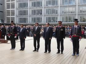 Carles Puigdemont y Jordi Jané junto a los Mossos d'Esquadra en un acto oficial.
