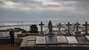 Panteones en el Jardi de la Mediterrania del cementerio de Montjuïc de Barcelona.