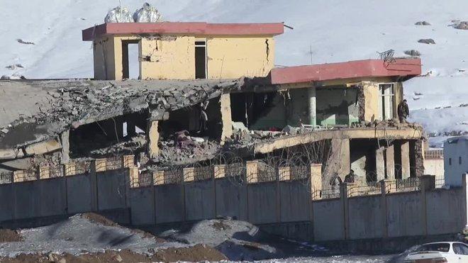Cerca de cien miembros de las fuerzas de seguridad murieron en un ataque de los talibanes a una base de la principal agencia de seguridad afgana.