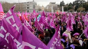 Concentración en la plaza de Cibeles en el Día Internacional de la Mujer.