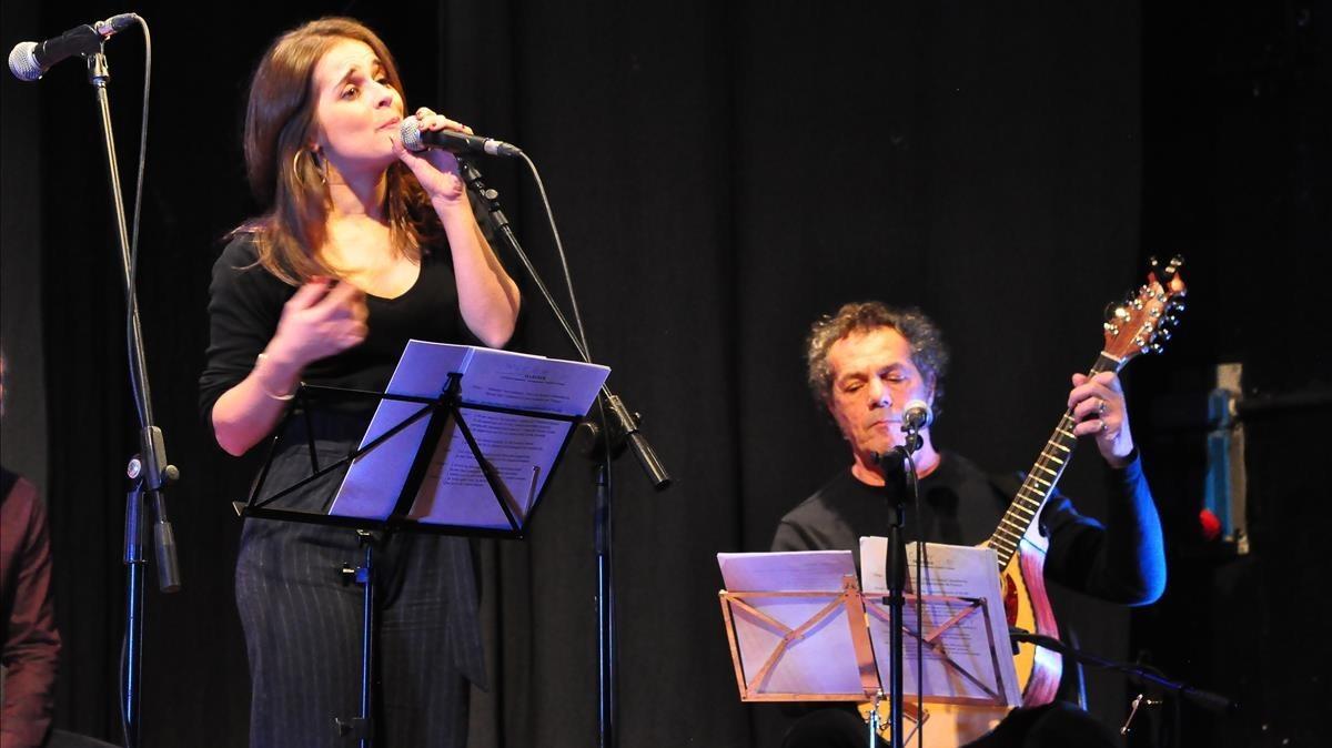 Actuación de Meritxell Gené y Claudio Grabriel Sanna en L Alguer.