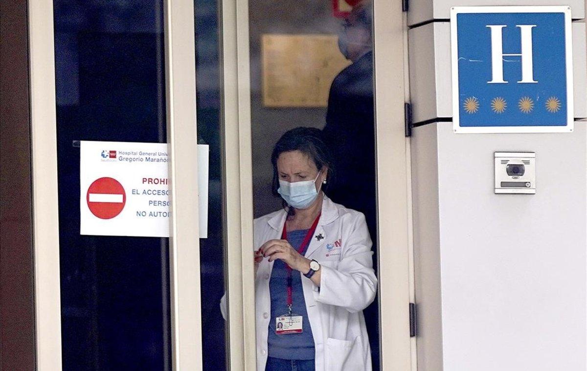 Llegada de los primeros enfermos con coronavirus al Gran Hotel Colón de Madrid.