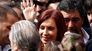 Cristina Fernández de Kirchner, a la salida de los juzgados donde fue a declarar, el 13 de abril, en Buenos Aires.