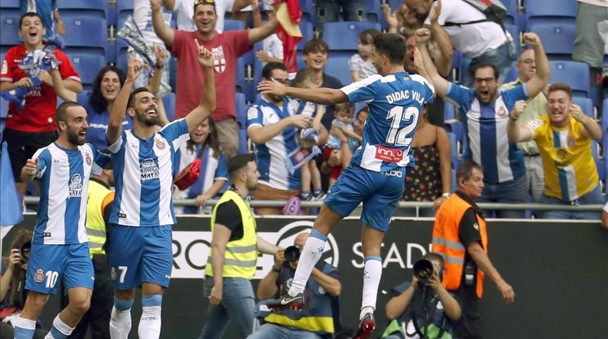 Darder, Iglesias y Vilà celebran un gol ante el Valencia.