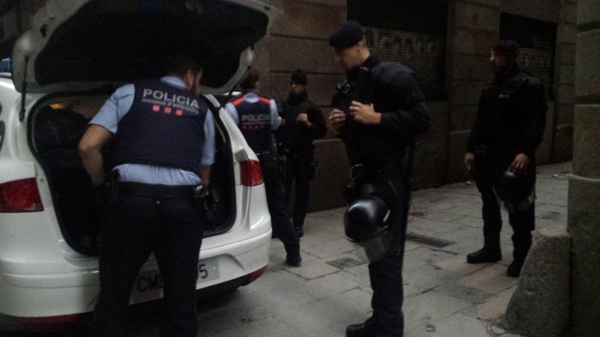 Desalojada una finca en la calle de Correu Vell, 3, en el Gòtic.