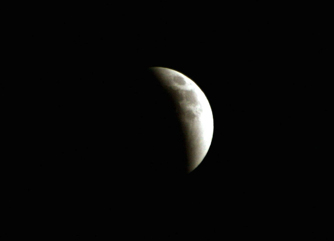 Eclipse de luna llena visto desde Amán (capital de Jordania) en mayo del 2004.