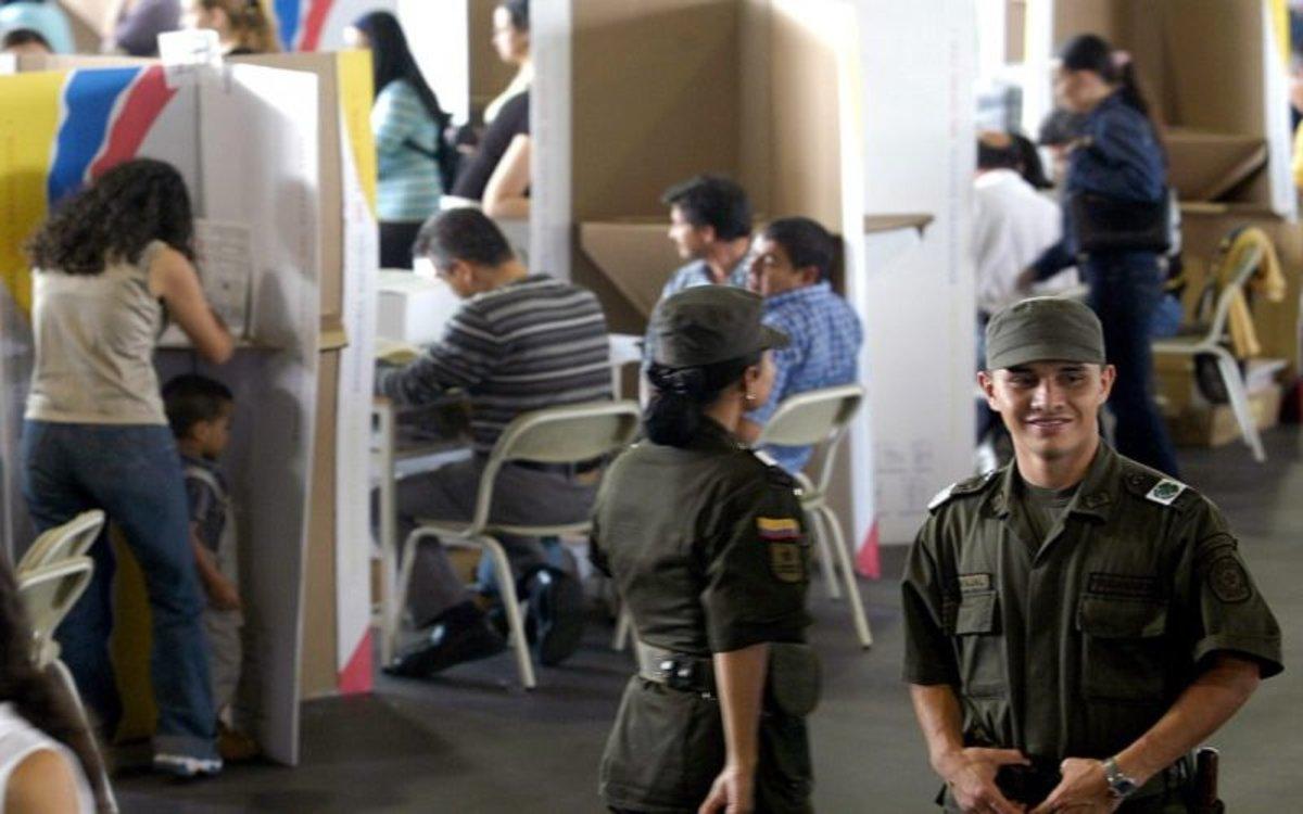 Los ciudadanos acuden a unajornada electoral en Colombia.