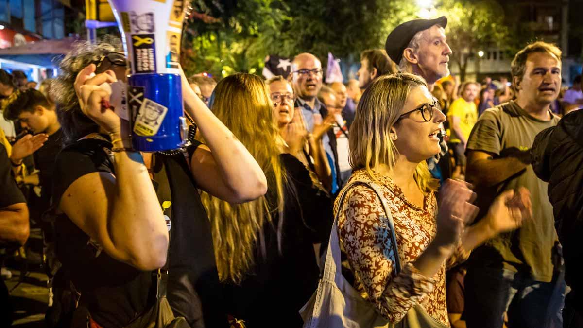 Elsa Artadi ha participado en las concentración de rechazo para protestar contra las detenciones de los nueve miembros de los CDR, en Barcelona.