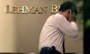 Un empleado de Lehman Brotherstras declarase la quiebra del banco en el 2008.