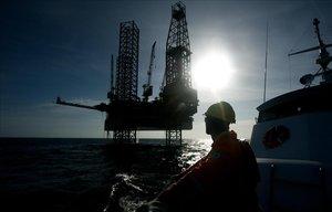 Una plataforma petrolífera de la compañía española Repsol en Venezuela.