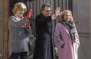 El 'expresident' Artur Mas, la exvicepresidenta Joana Ortega y la 'exconsellera' Irene Rigau, tras su declaración por el 9-N, en febrero del 2017.
