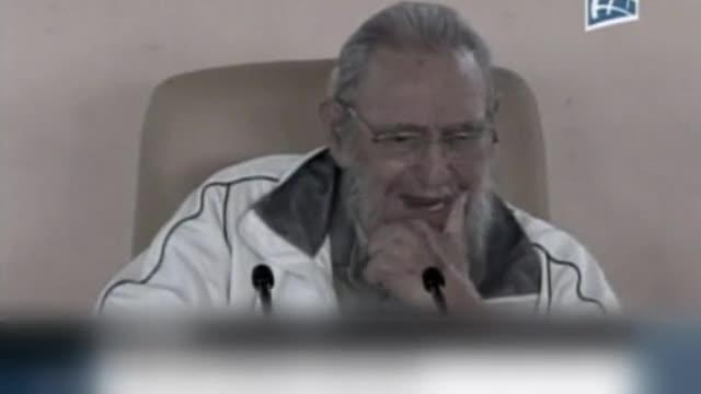 Fidel Castro reapareix en públic en una guarderia.