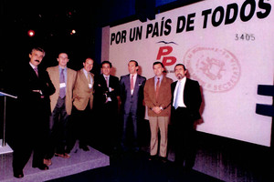 Fotografías del álbum personal de Francisco Correa incorporadas al nuevo sumario del caso Gurtel, en la imagen junto al extesorero del PP Luis Bárcenas.