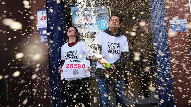 Parte del gordo de la lotería de Navidad de 2019 ha tocado en Barcelona, en la calle de Guipuscoa, 2.