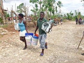 Distribución de kits de higiene y lonas en Torbeck,Haití.