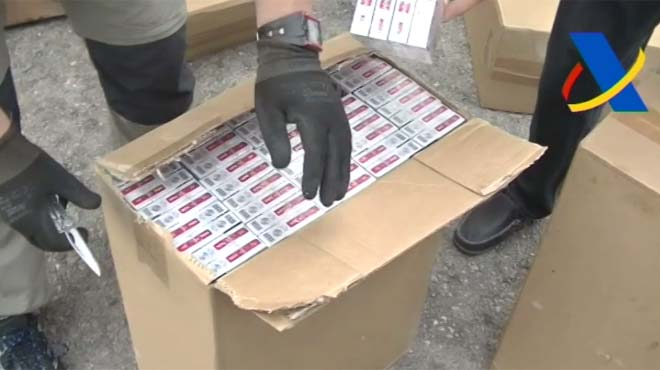 La Agencia Tributaria se ha incautado en aguas cercanas a la bahía de Cádiz 3,2 millones de cajetillas de tabaco de contrabando.