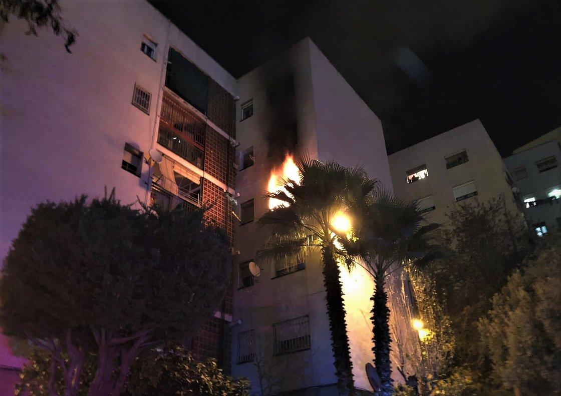 Incendio en un piso del pasaje de Juli Garreta de Santa Coloma de Gramenet.