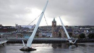 Punte de la Paz en Londonderry, financiado con fondos europeos, y que conecta la parte católica con la protestante de la ciudad.