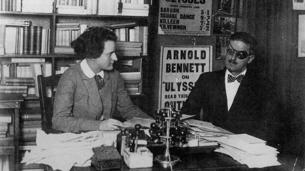 James Joyce con Silvia Beach, primera y esforzadaeditora de Ulises.