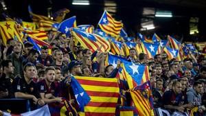 L'ANC i Òmnium demanen lluir samarretes grogues a Madrid