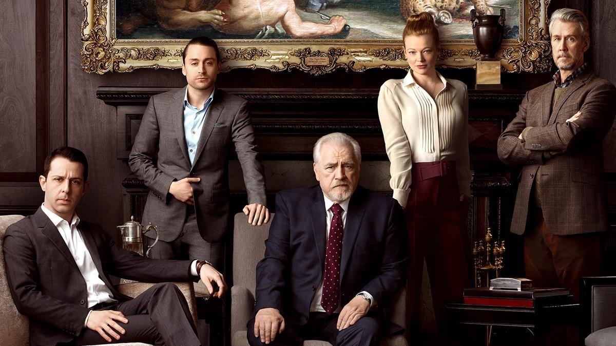 De izquierda a derecha, Jeremy Strong, Kieran Culkin, Brian Cox, Sarah Snook y Alan Ruck, en una imagen promocional de 'Succession'.