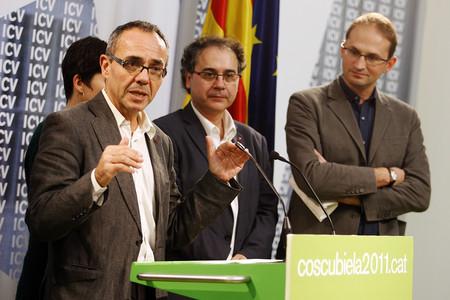 Joan Coscubiela, en primer terme, envoltat de l'executiva d'ICV, aquest dilluns, a Barcelona.