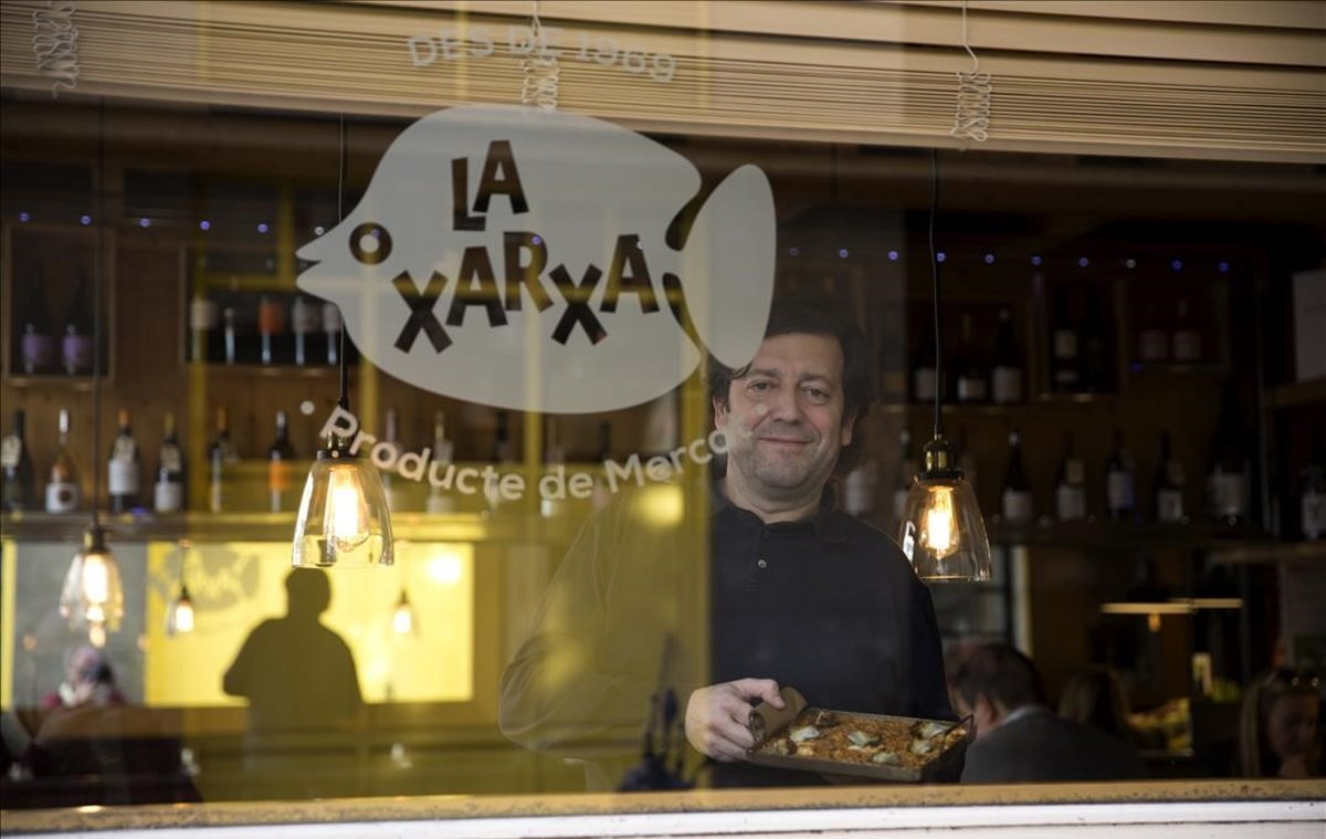 José Varela, de La Xarxa, con su arroz con bacalao y alcachofas.
