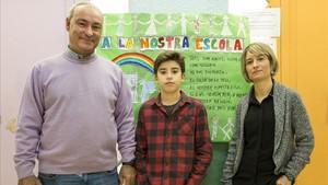 El director del colegio Turó Blau, un alumno y una madre.