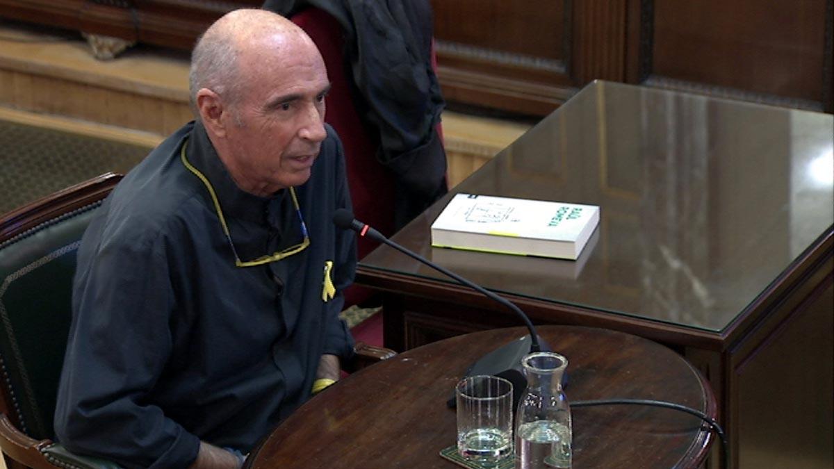 Lluís Llach que trató de mostrar su repulsa a tener que contestar a Vox como homosexual independentista y aspirante a ciudadano del mundo.