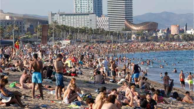 La llegada de turistas sube el 3,2 % en junio y su gasto, el 3,5 %.