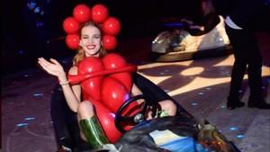 Natalia Vodianova, en un auto de choque.