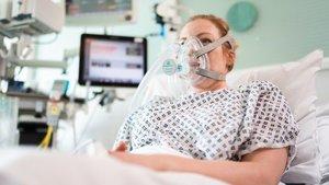Los dispositivos CPAP son menos invasivos que un ventilador.