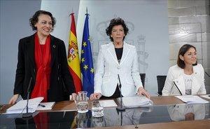 Magdalena Valerio, Isabel Celaáy Reyes Maroto, en una rueda de prensa posterior al Consejo de Ministros.
