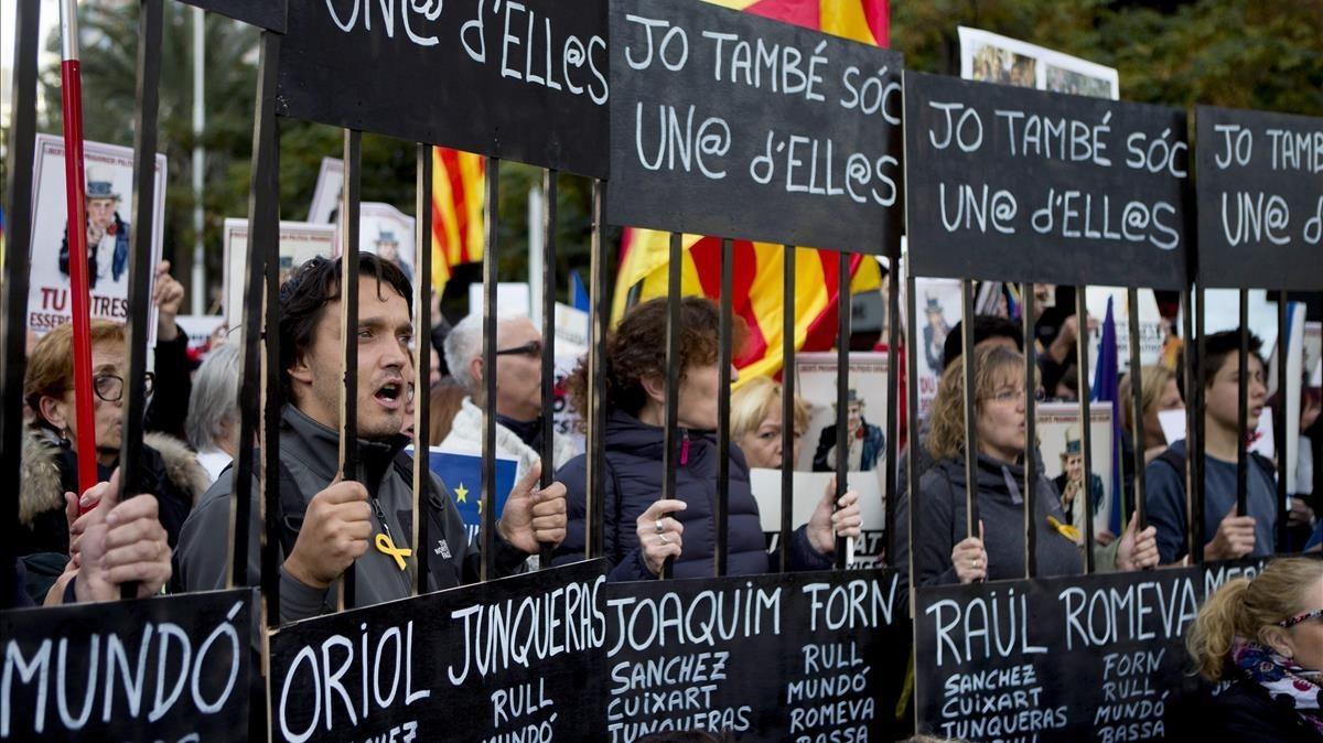 Manifestación bajo el lema, Llibertat presos polítics, som República.