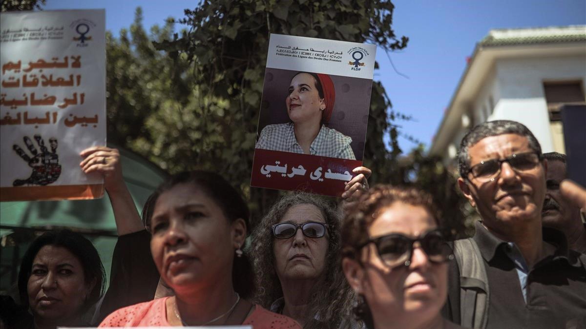 Manifestación frente a un tribunal de Rabat en solidaridad con la periodistaHajar Raissouni, el pasado 9 de septiembre.