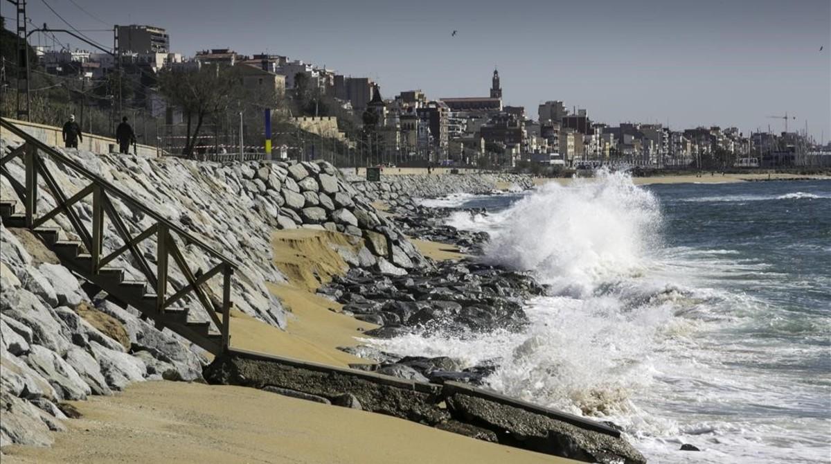 El mar ha reducido buena parte de la tierra en El Masnou.