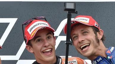 """Rossi: """"Si fuese director de equipo, ficharía a Márquez y Lorenzo"""""""
