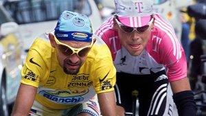 Marco Pantani, de líder en el Tour de 1998, que arrebató a Jan Ullrich.