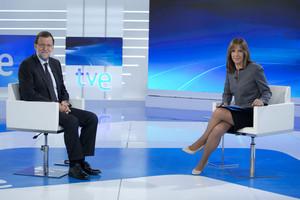 Mariano Rajoy, junto a Ana Blanco, durante la entrevista del lunes, 26 de octubre, en TVE.