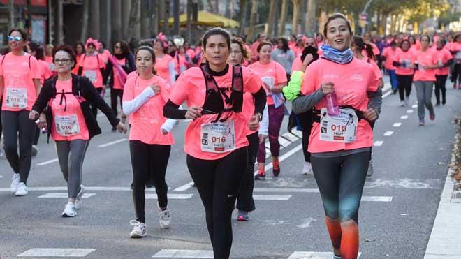 Más de 36.000 personas han corrido contra el cáncer de mama en la ya tradicional Cursa de la Dona