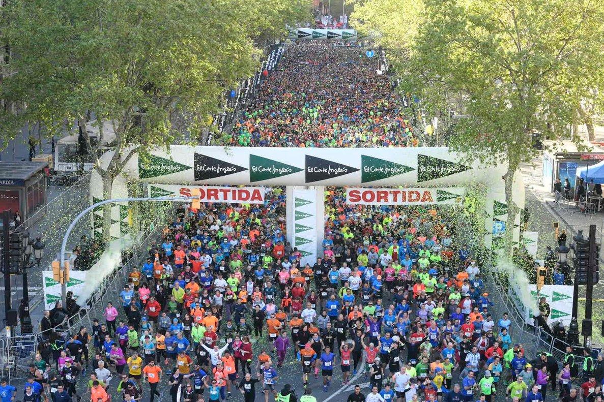 Más de 46.000 corredores inundan las calles de Barcelona con la 41ª Cursa de El Corte Inglés.