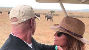 Kiko Matamoros y su esposa Makoke en un safari durante sus vacaciones en Kenia.
