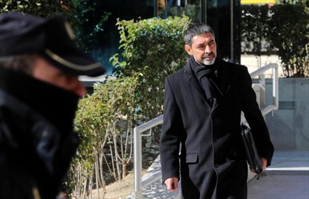 El mayor Josep Lluís Trapero se dirige a la Audiencia Nacional.